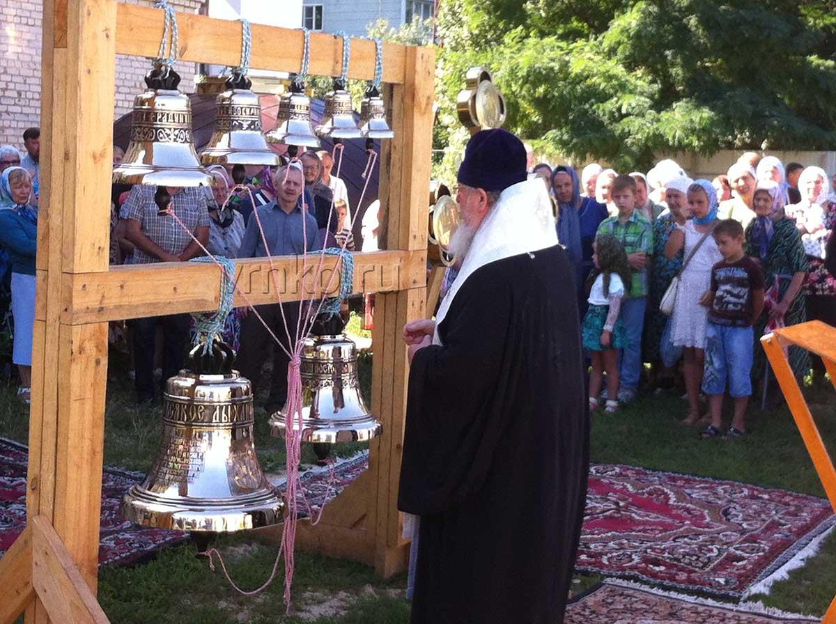 Освящение колоколов в храме Дмитрия Солунского (с. Ивово, Липецкая обл.)